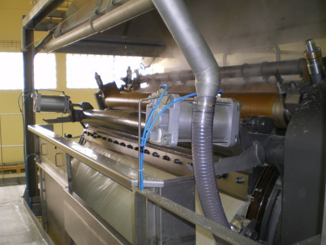 Drying of modified pre-gel starch on a drum dryer